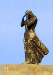 Statue de Sainte Salsa au dessus de port de Tipasa