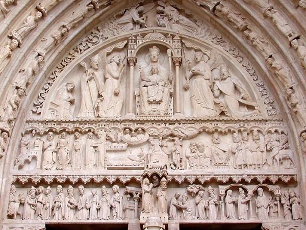Sculpture de la Vierge en Majesté - Tympan de ND de Paris