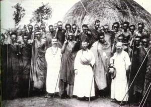 Missionnaires dans un village d'Afrique