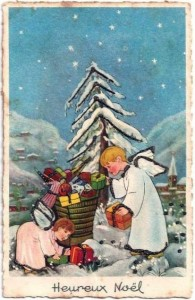 Anges aux cadeaux de Noel pour les petits enfants