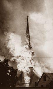 L'église brule en feu