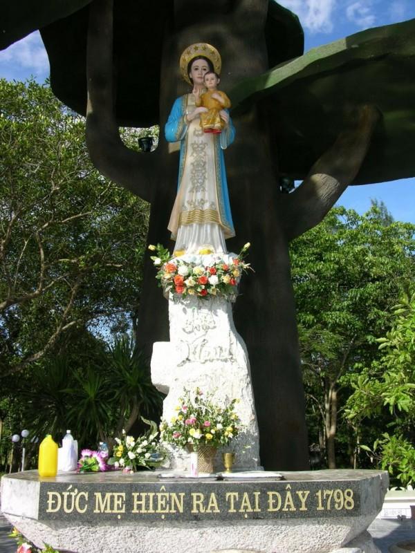 Statue de Notre Dame de Lavang