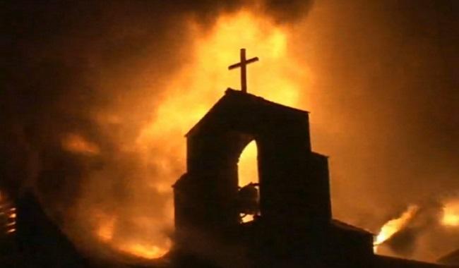 Église du village en feu - première communion et eucharistie
