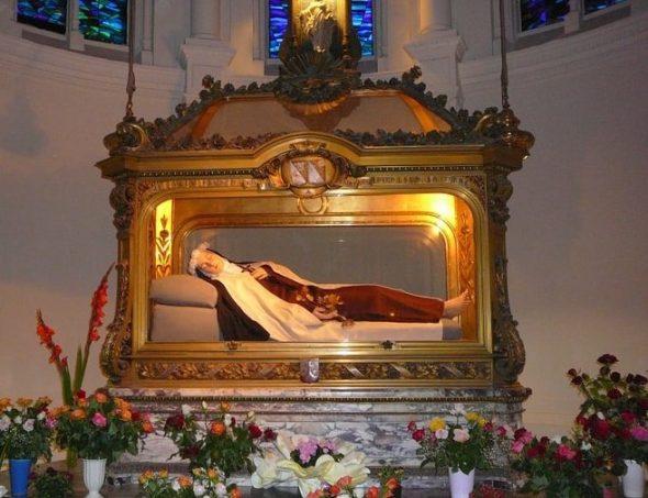 Basilique de Lisieux - Chasse de ste Thérèse de l'Enfant-Jésus de la Sainte Face