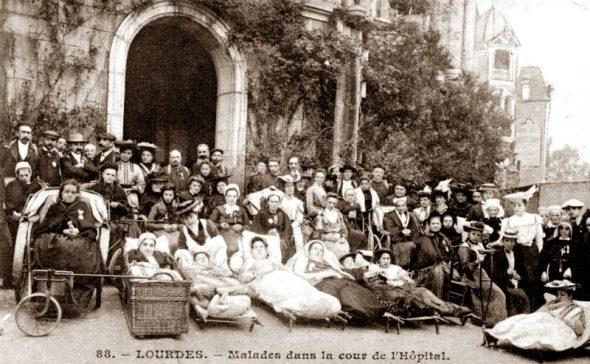 Histoire d'une petite fille malade - Lourdes - brancardiers et malades